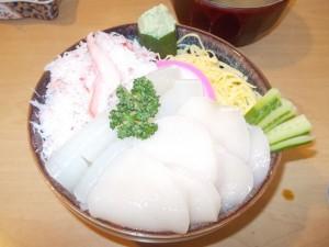 海鮮丼(ホタテ、イカ、蟹)