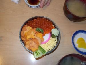 海鮮丼(ウニ、いくら)