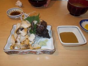 ツブ貝の刺身と 肝醤油